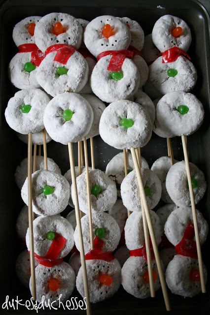 Snowmen on a Stick by Dukes and Duchesses