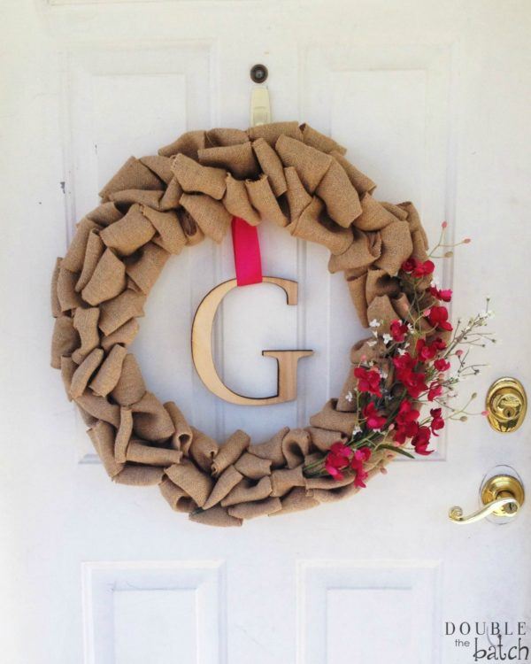 DIY Burlap Wreath. Simple and Easy to Make!