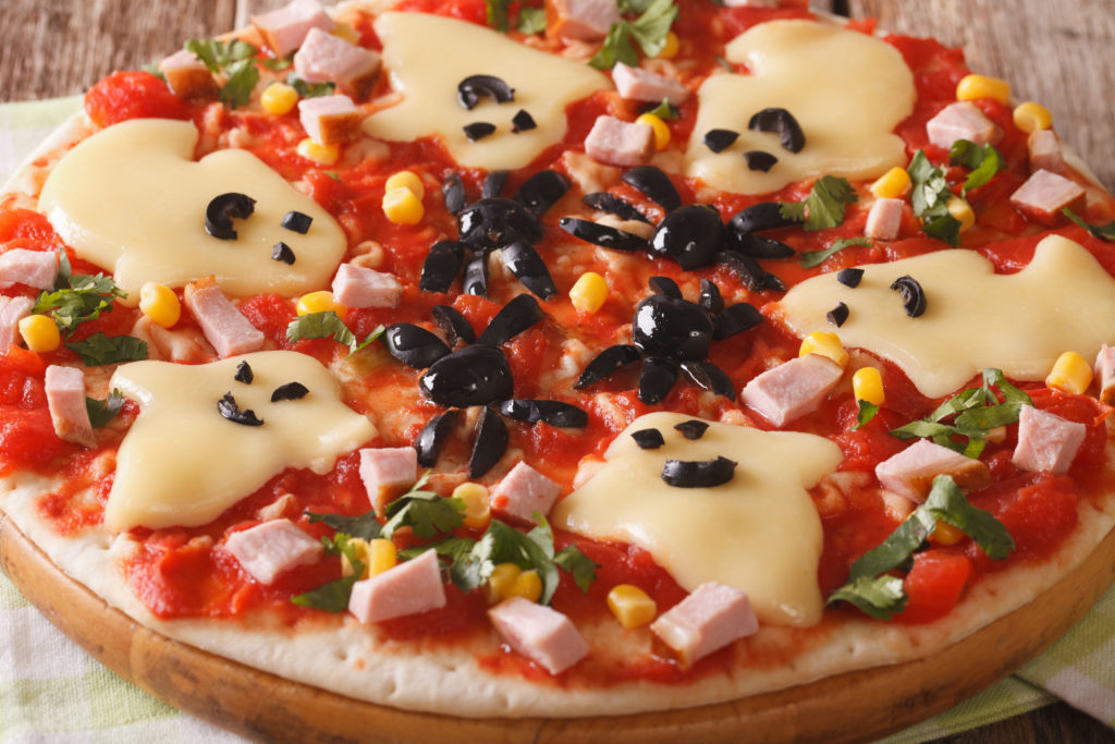 Simple Halloween Pizza to fill those bellies before all the treats!
