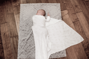 How and why you should swaddle your baby! Makes for a better baby!