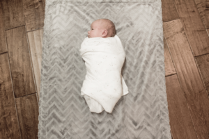 Here is how and why you should swaddle your baby! Babies love to be swaddled!