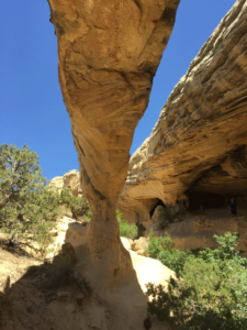 Moonshine Arch near Vernal Utah. Easy and beautiful hike your family will love. Near Vernal Utah